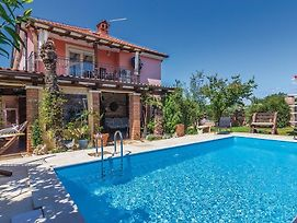 Family Friendly Apartments With A Swimming Pool Fratrici, Umag - 14384 photos Exterior