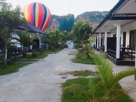 Somsiri Resort Vang Vieng photos Exterior