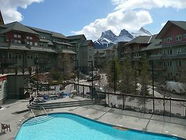 Beautiful Canmore Mountain Getaway photos Exterior