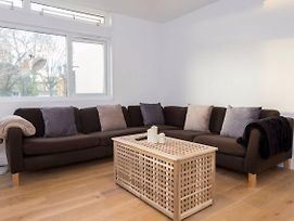 2 Bedroom Apartment Near Clapham Common Sleeps 4 photos Exterior