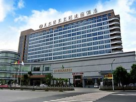 Mer Jade Crown Jianguo Hotel photos Exterior