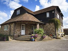 Magpies photos Exterior