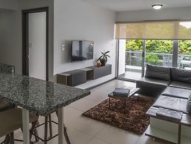 Comfortable 2 Bedroom Modern Apartment photos Exterior