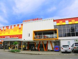 Front One Inn Sidoarjo photos Exterior