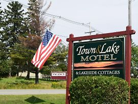 Town & Lake Motel & Cottages photos Exterior