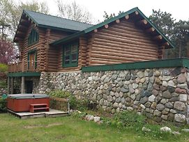 Waterfront Hidden Pines Log Cabin photos Exterior