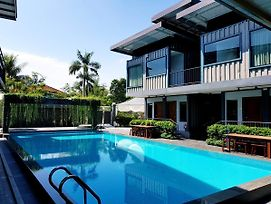 Kluang Container Swimming Pool Hotel photos Exterior
