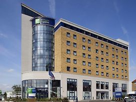 Holiday Inn Express London - Newbury Park photos Exterior