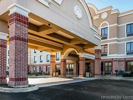 Comfort Inn & Suites Airport-American Way photos Exterior
