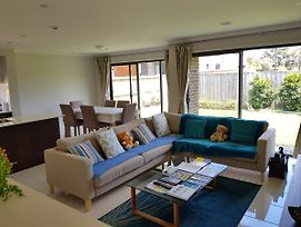 Geelong Golf Brand New House Family Home photos Exterior