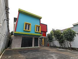 Reddoorz Plus Near Halim Perdanakusuma 2 photos Exterior