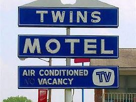 Twins Motel Strasburg photos Exterior