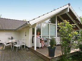 Three-Bedroom Holiday Home In Dronningmolle 5 photos Exterior