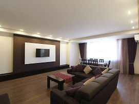 Central Yerevan 2 Bedrooms Comfort Apartmentnear Republic Square photos Room