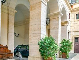 Majestic 1Br & 2Br Suites Next To The Colosseum At Piazza Venezia photos Exterior