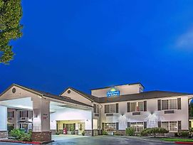 Days Inn & Suites By Wyndham Gresham photos Exterior