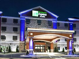 Holiday Inn Express & Suites Elkton - University Area photos Exterior