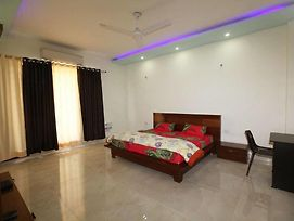 Oyo Rooms Huda City Center Market photos Exterior