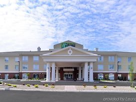Holiday Inn Express & Suites New Martinsville photos Exterior