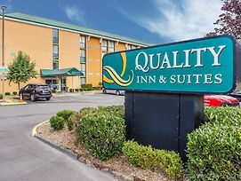 Quality Inn And Suites Everett photos Exterior