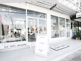 Flat White Cafe X Poshtel photos Exterior
