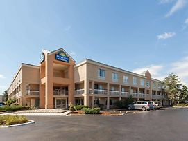Days Inn & Suites By Wyndham Warren photos Exterior
