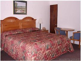 Red Carpet Inn & Suites Morgantown photos Room