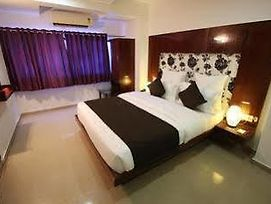 Oyo Rooms Swastik Char Rasta Cg Road photos Exterior