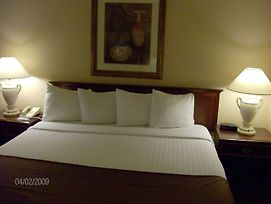 Surestay Plus Hotel By Best Western Kansas City Northeast photos Room