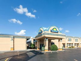 Days Inn By Wyndham Oklahoma City Fairground photos Exterior