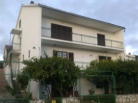 Apartments And Rooms With Parking Space Stari Grad 14888 photos Exterior
