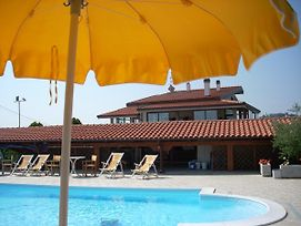 Apartment With 2 Bedrooms In Tortoreto With Pool Access And Enclosed Garden 5 Km From The Beach photos Exterior
