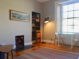1 Bedroom Flat Near Princes St Sleeps 4 photos Exterior