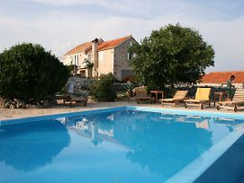 Family Friendly House With A Swimming Pool Humac 3170 photos Exterior