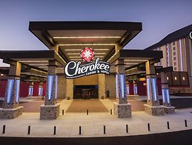 Cherokee Casino Inn - Roland photos Exterior