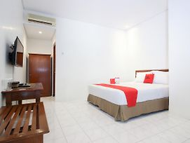 Reddoorz Plus Near Alun Alun Selatan 2 photos Exterior