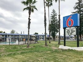 Motel 6 Visalia photos Exterior