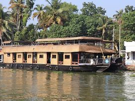 Friends Cruise Nightstay Houseboat photos Exterior