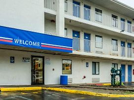 Motel 6 Detroit - East Warren photos Exterior