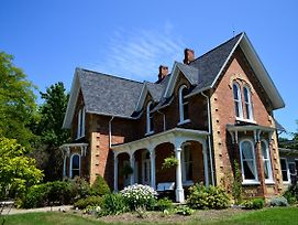 Iron Kettle Bed And Breakfast photos Exterior