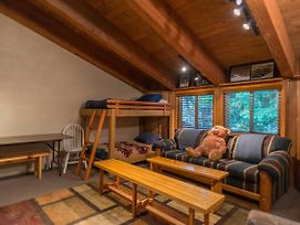 Knotty Pine Three-Bedroom Chalet photos Exterior