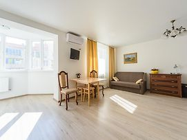 Comfortable Apartment Near Airport Zhulyny photos Exterior