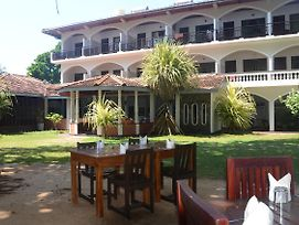 Sri Gemunu Beach Resort photos Exterior
