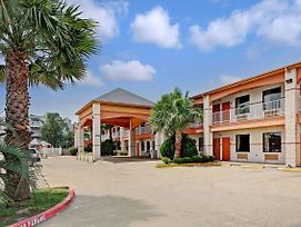 Super 8 By Wyndham Galveston photos Exterior