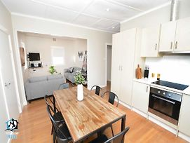 Just Renovated 2Br Cottage In Heart Of Wentworth photos Exterior