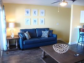 Put-In-Bay Waterfront Condo #106 photos Room