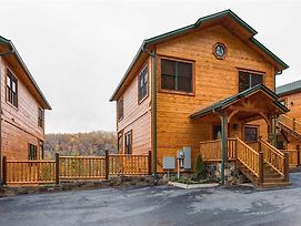 Majestic Manor Three Bedroom Cabin photos Exterior