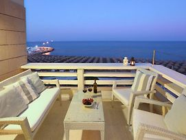 Apartment With A Beautiful Seafront Views Makenzie Apartment 101 photos Exterior