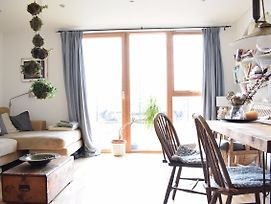 River View Apartment In London photos Exterior