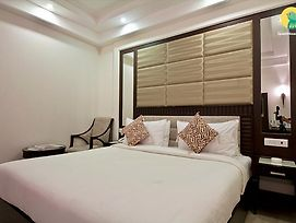 1 Bedroom Boutique Stay In Dlf Phase II Gurgaon By Guesthouser photos Exterior